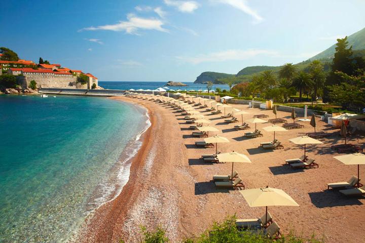 Чистый_пляж_в_Черногории