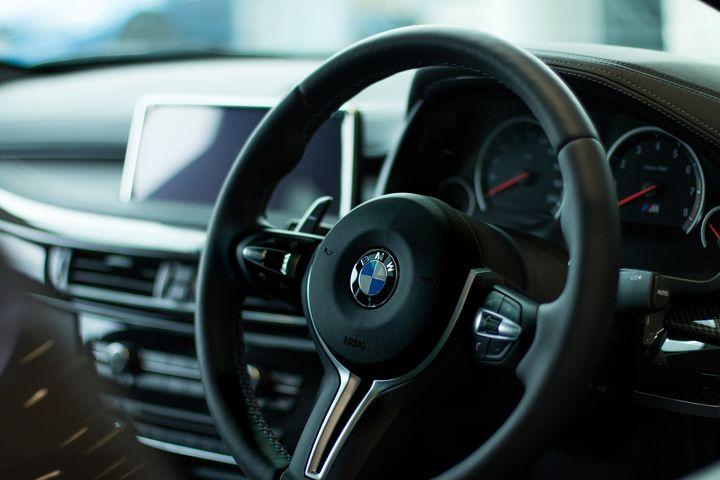 Машина БМВ