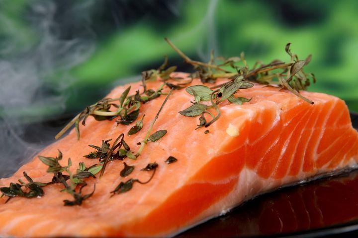 Запеченный лосось на овощном гарнире