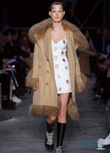 Пальто с меховой отделкой осень-зима 2019-2020