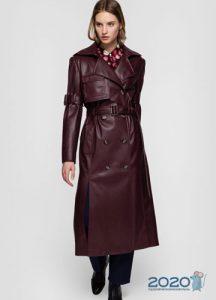 Модный бордовый плащ осень-зима 2019-2020
