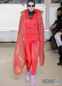 Модный розовый плащ осень-зима 2019-2020