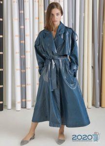 Модный голубой плащ осень-зима 2019-2020