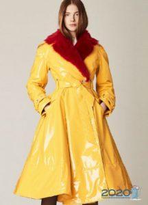 Модный желтый плащ осень-зима 2019-2020