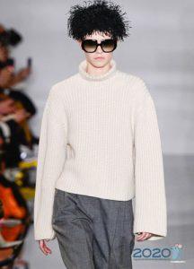 Модный классический свитер зимы 2019-2020 года