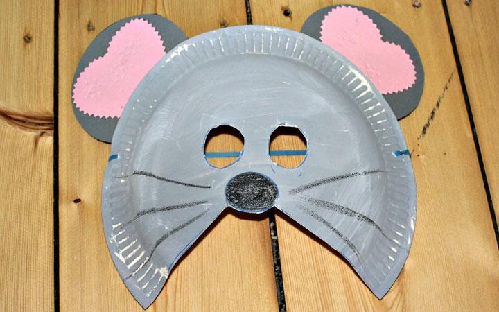Маска мышки из пластиковой тарелки на 2020 год