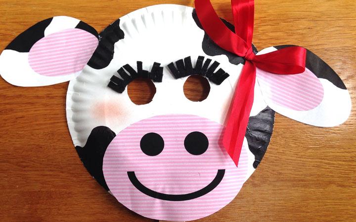 Маска коровы из пластиковой тарелки на 2020 год