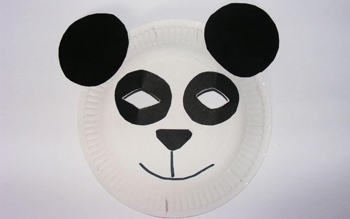 Маска панды из пластиковой тарелки на 2020 год