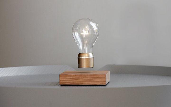 Левитирующая лампочка