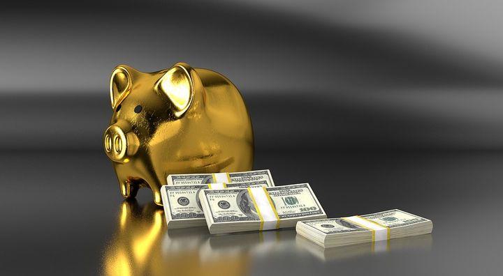 Свинка-копилка и доллары