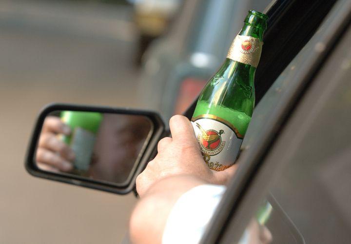 Водитель выпил за рулем