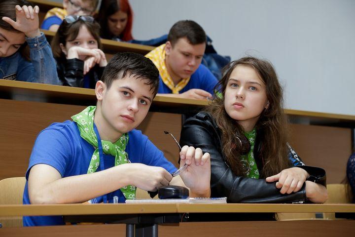 Школьники за партой