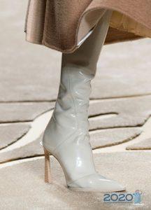 Белые каблуки на высоком каблуке мода зимы 2019-2020