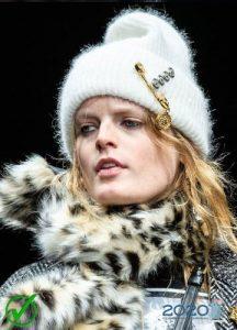 Модная вязаная шапка сезона осень-зима 2019-2020