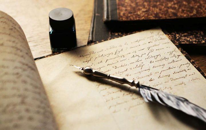Перо, чернила и лист бумаги