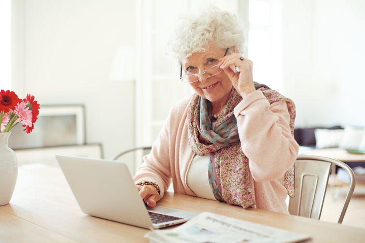 Работающая женщина пенсионного возраста