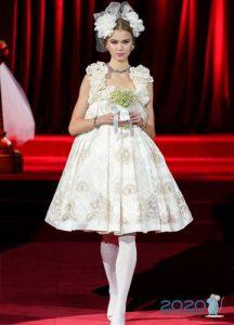 Дольче Габбанна осень-зима 2019-2020 короткое платье невесты