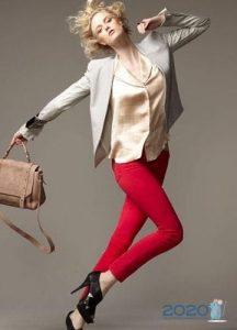 модные красные джинсы осень-зима 2019-2020