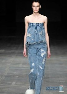 Рваные джинсы - тренд сезона осень-зима 2019-2020