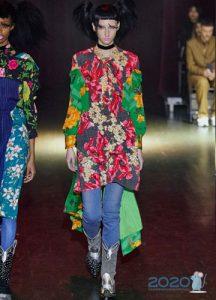 Джинсы под платье - мода зимы 2019-2020 года