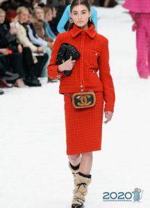 Красный женский костюм Шанель осень-зима 2019-2020