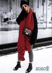 Как и с чем носить вязаные шарфы