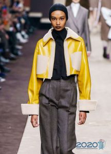 Короткий пиджак с накладными карманами зима 2019-2020