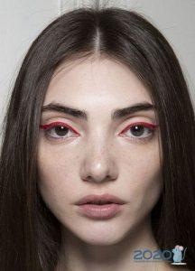 Красные стрелки - модный макияж осень-зима 2019-2020