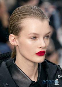 Модные идеи макияжа на 2020 год - помада с размытым контуром