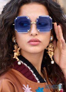 Очки с цветными стеклами - мода 2020 года
