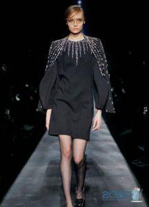 Короткое черное платье осень-зима 2019-2020