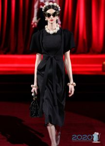 Черное платье от Дольче Габбана осень-зима 2019-2020