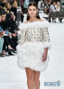 Платье с меховой юбкой - Шанель осень-зима 2019-2020
