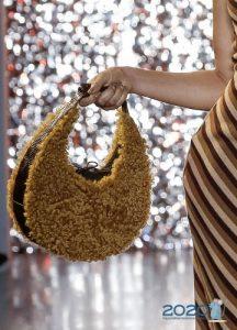 Необычная сумка с мехом осень-зима 2019-2020