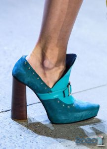 Высокий устойчивый каблук - мода 2020 года
