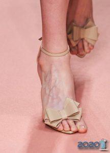 Туфли с бантами сезона осень-зима 2019-2020
