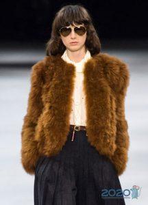 Коричневая меховая куртка зима 2019-2020