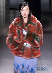 Модная меховая цветная куртка зима 2019-2020
