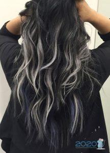 Белое мелирование на черные волосы