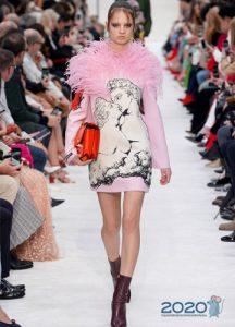 Короткое вечернее платье от Валентино зима 2019-2020