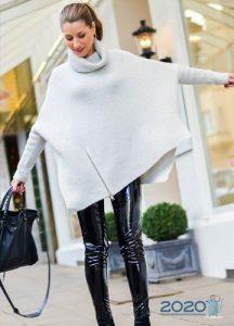 Белый свитер-пончо на 2020 год