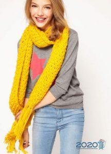 Яркий шарф на зиму 2020 года