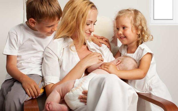 Мать одиночка с тремя детьми