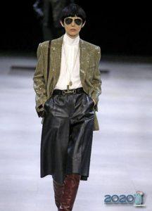 Классическая блузка для базового гардероба 2020 года