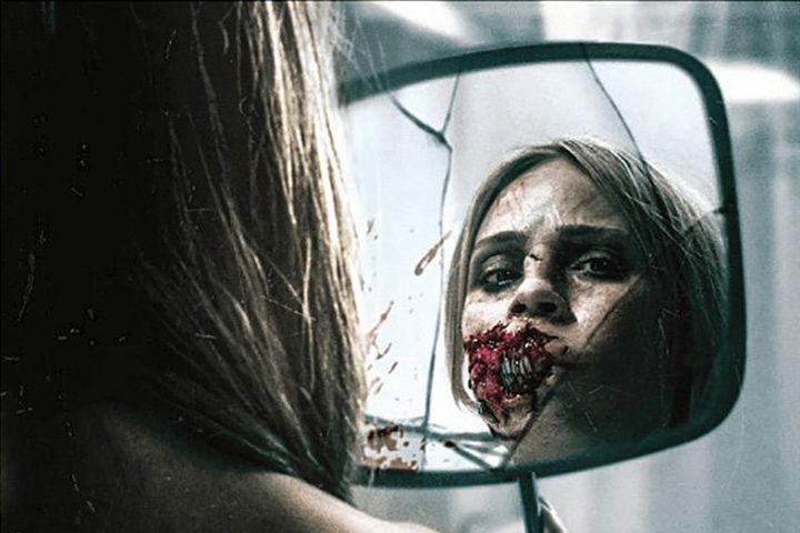 Кадр из фильма ужасов Бешеная 2020 года