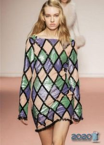 Блестящее платье сезона осень-зима 2019-2020