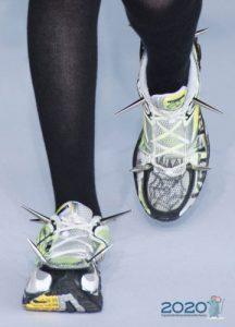 Модные кроссовки в полоску осень-зима 2019-2020 с шипами