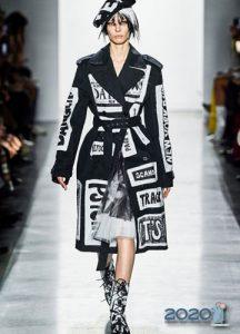 пальто с надписями - мода зимы 2019-2020 года