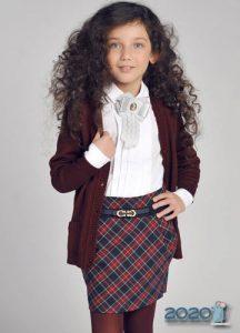 Бордовая кофта - школьная мода на 2020 год