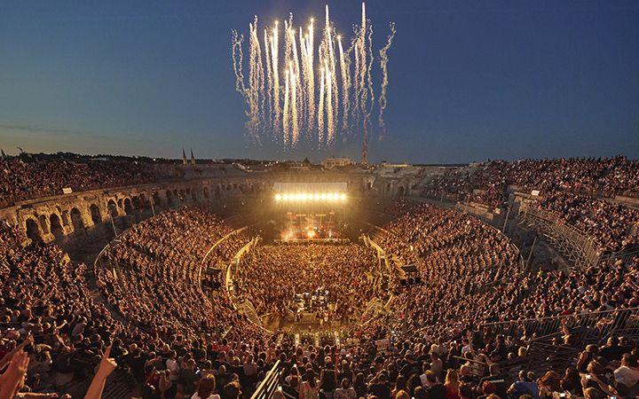 Стадион на концерте Rammstein